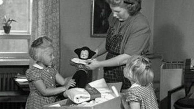 El contenido de la caja ha ido cambiando con el tiempo. La imagen es de 1947. (Foto: Museo del Trabajo de Finlandia Werstas)