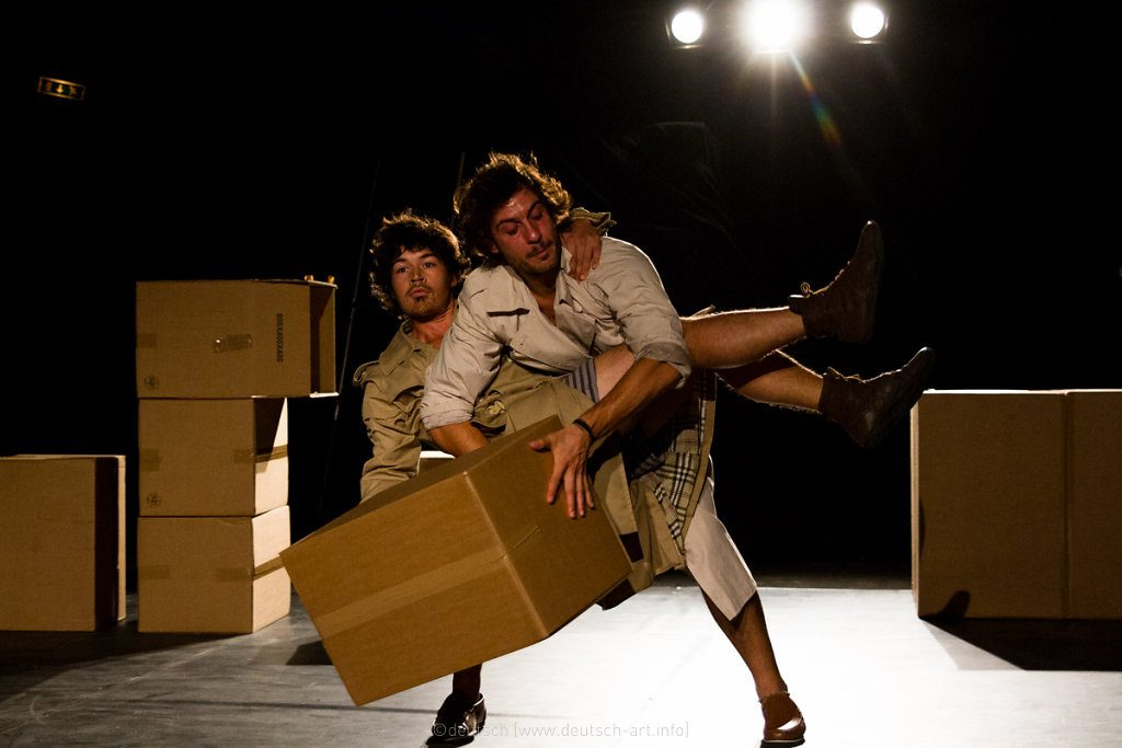 Circo con cajas de cartón. Foto Placeminute.com